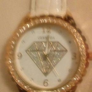 Gerryda's Women's Fashion Quarts Wrist Watch !